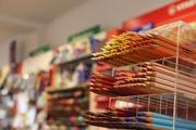 Von der Zuckertüte bis zur Abiturlektüre - Basteln, Malen, Schreiben, Ordnen - bei uns finden Sie ein breites Sortiment an Schul- und Büroartikeln und natürlich sämtliche Schulbücher!